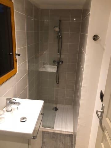 Salle de bain privative hôtes