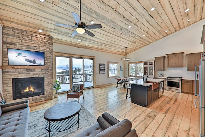 Big Mountain Home w/ Stellar Views -- Near Lake
