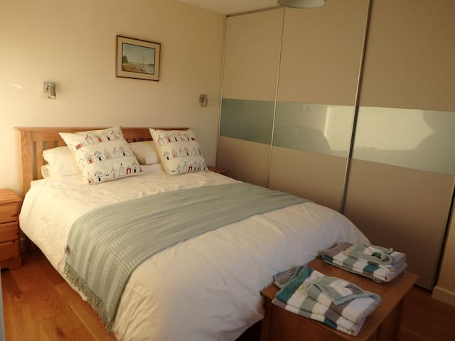 Modern Village Home, King size bed with en-suite.