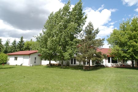 Country Estate by Edmonton Airport - Leduc - House
