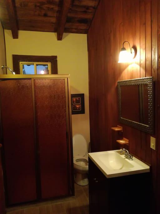 Baño completo y closet