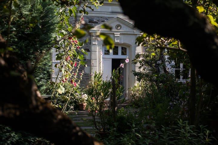 Chambre cosy dans maison de charme pt déj compris - La Daguenière - Guesthouse