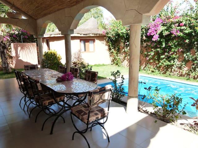 Strandnahe Villa mit Garten+ Pool