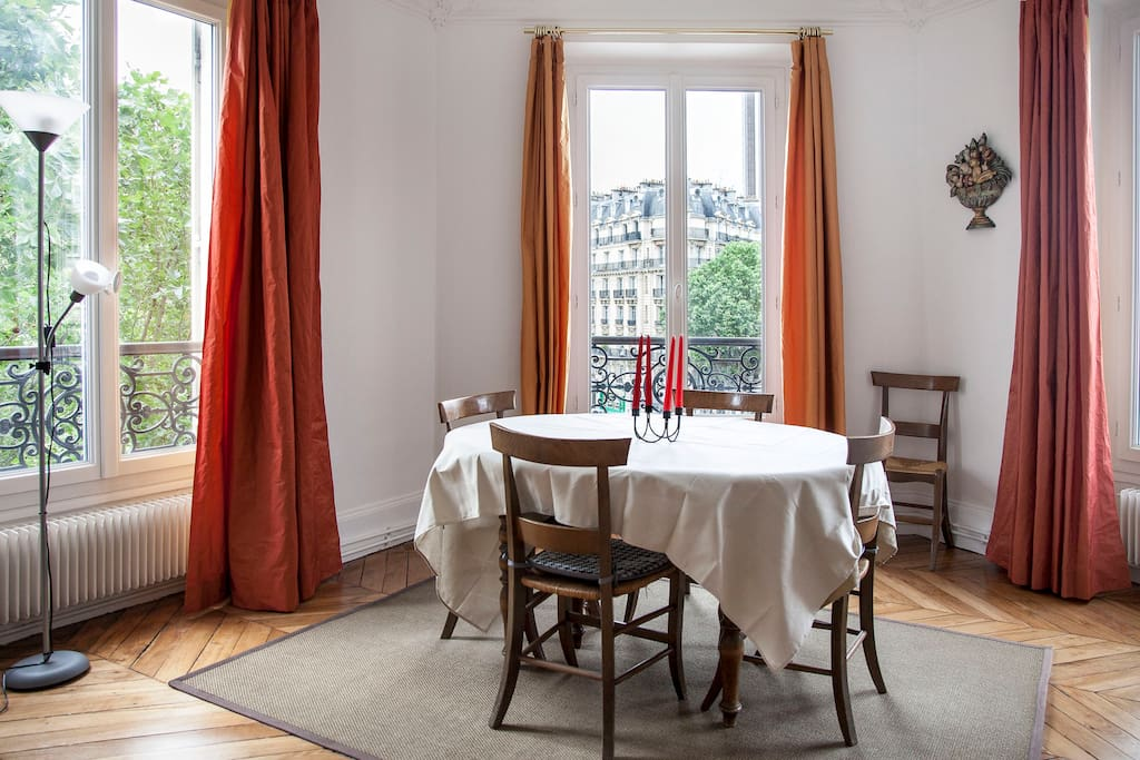 Stuning 2 beds apartment close to Champs-Elysees