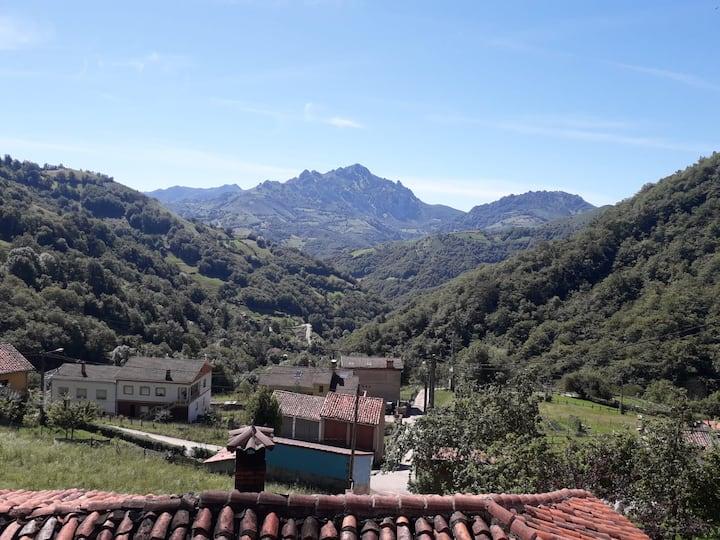 Acogedora casa en las montañas asturianas