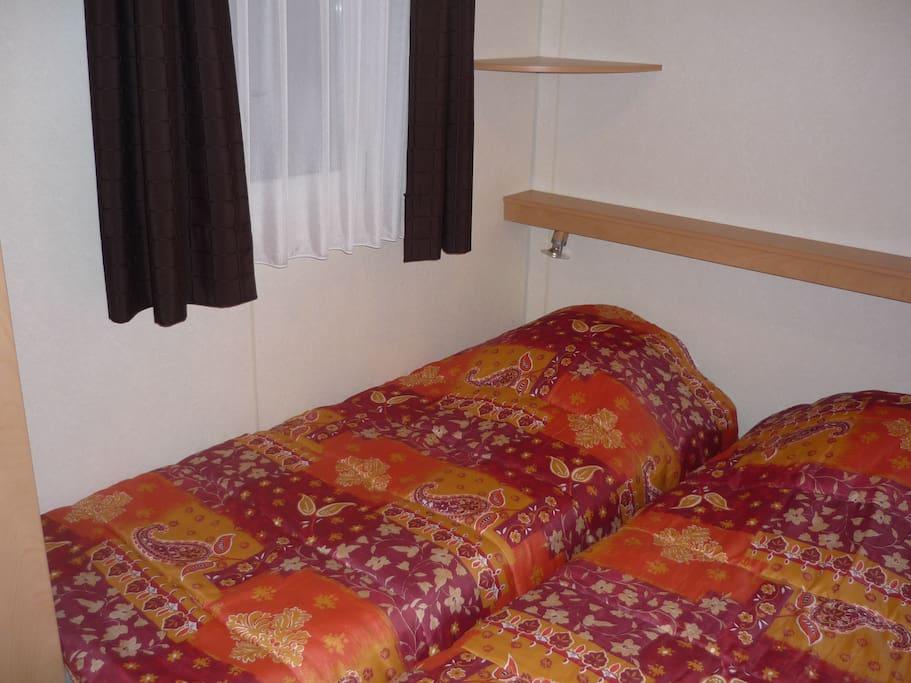 la chambre à deux lits simples
