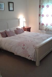 Double room, Comfy, Country Home *****