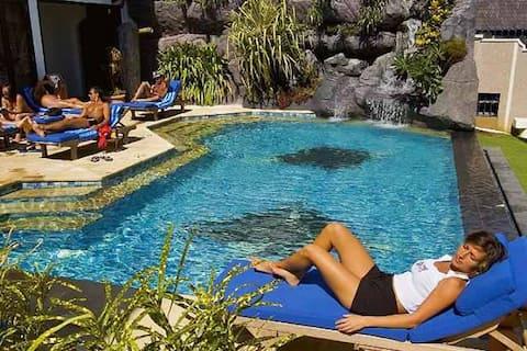 Private Apartment at Manta Ray Bay Resort