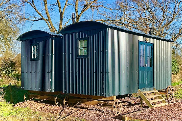 Romantic, double-sized, year round shepherds hut
