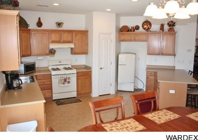 Cozy room in Lakewood near LB airport - Lakewood - House
