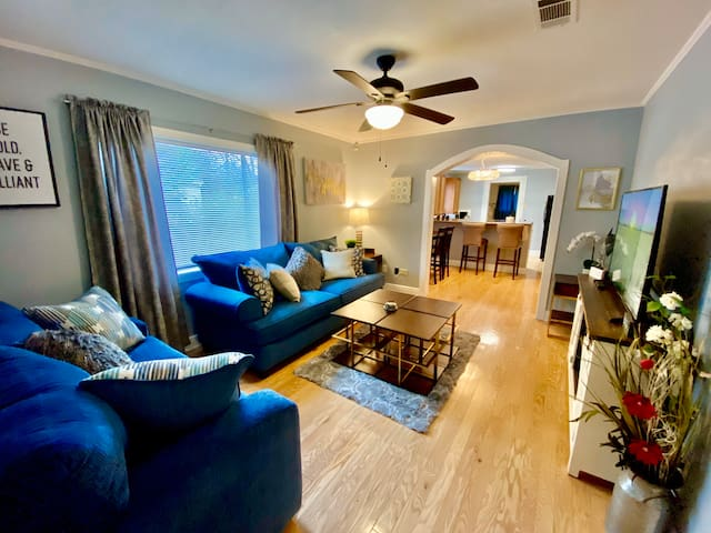 The Midtown Getaway! A Relaxing Vacation Home!