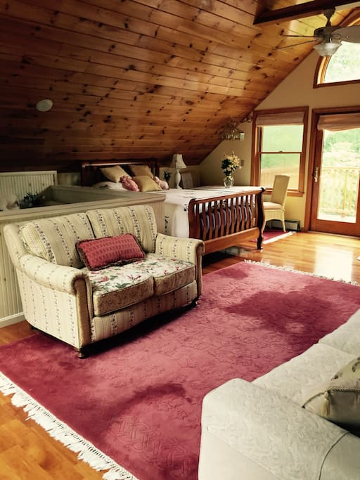 Large upstairs bedroom with queen bed and full bath with soaking tub (also overlooking lake)!  Also, sitting area with table!