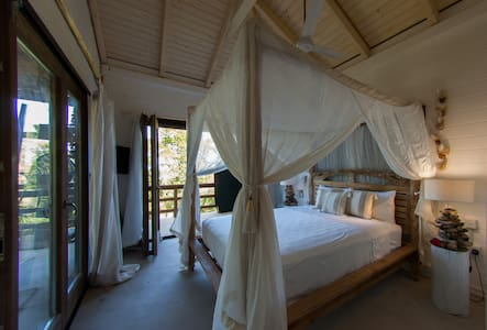 Hummingbird Beach Hut - Praslin