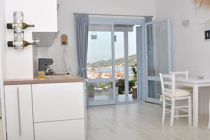 studio-apartment with view to port - Skiathos - Apartamento