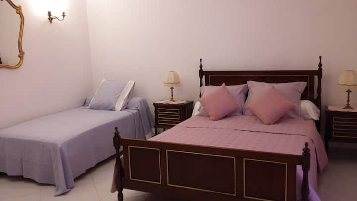 Triple Room 2 bed 6km from the beaches