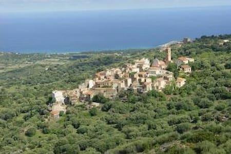 Maison de charme dans village corse - Aregno
