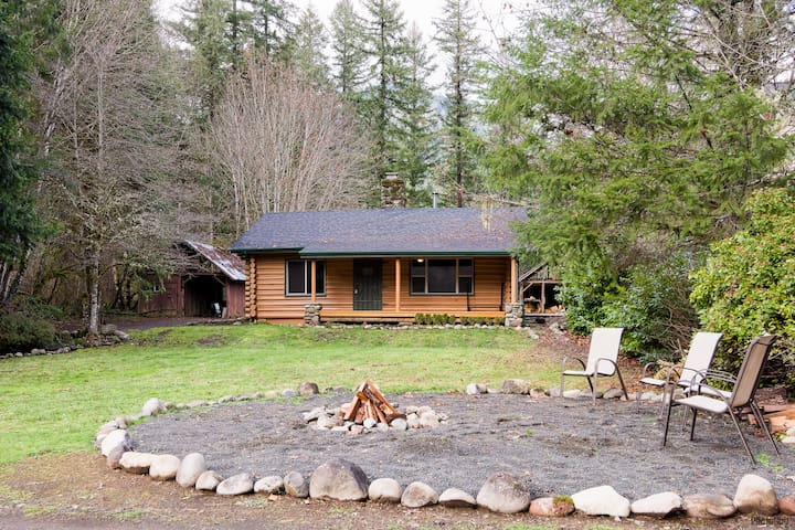 Beautiful Riverfront Log Cabin - Lane County - House