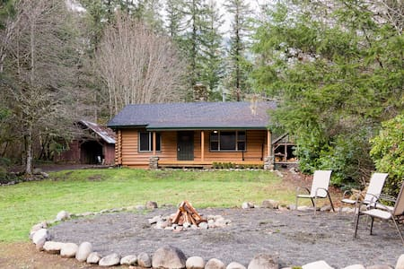 Beautiful Riverfront Log Cabin - Lane County - Rumah