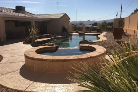 Beautiful Lake Havasu Home with Pool, Swim Up Bar - Lake Havasu City