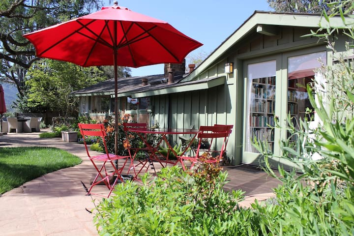 """""""Pepper Tree Cottage"""" Panoramic Views of Carmel Valley, Walking Distance to the Village"""