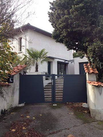 Fully renovated 150 sq meter house with garden - Caluire-et-Cuire - House