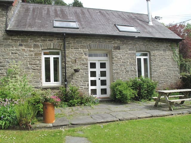 Traditional  and Homely Stable Cottage