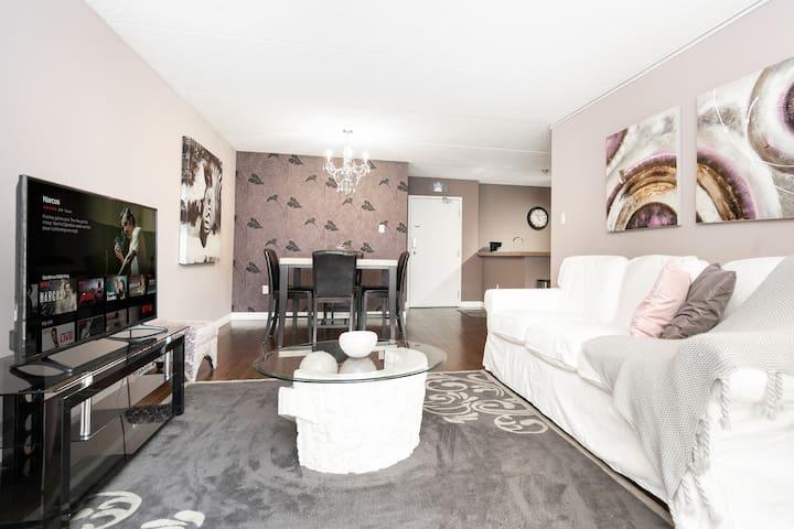 Long Term $1950/mo - Elegantly Designed 2 Bedroom