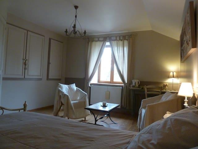Grande chambre avec salle de bain privative - Frébuans - Haus