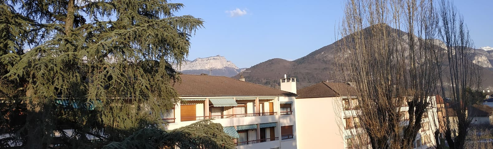 Appartement confort / grand balcon / vue montagnes