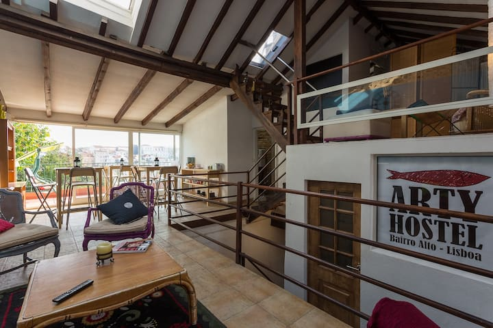Bed in Elegant 8 bedded dormitory - Lisboa - Bed & Breakfast