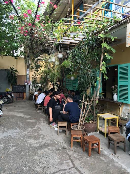 The Saigon Hẻm cà fe