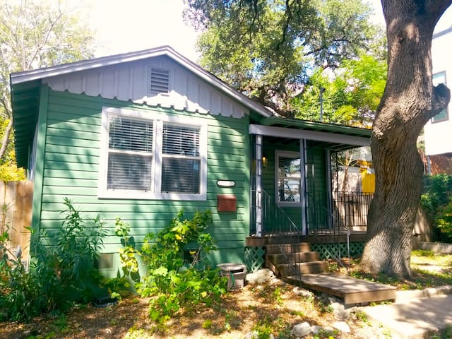 Charming SoFi Cottage among Oaks