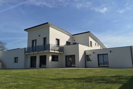 Villa 4 to 14 people private pool 600m from beach - Saint-Pabu - Hus