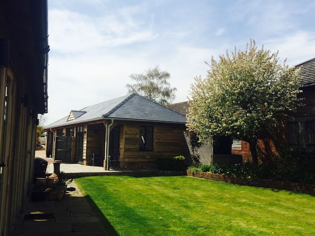 Airy Self Contained Countryside Summerhouse - Witchampton
