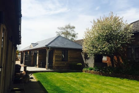 Airy Self Contained Countryside Summerhouse - Witchampton - Annat