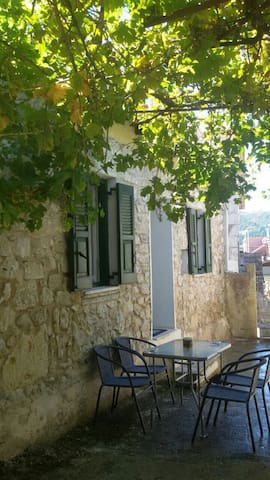 Ariadni 's traditional house - fully renovated - Kavallos - Casa