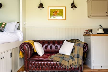 The Den - Countryside Glamping Experience