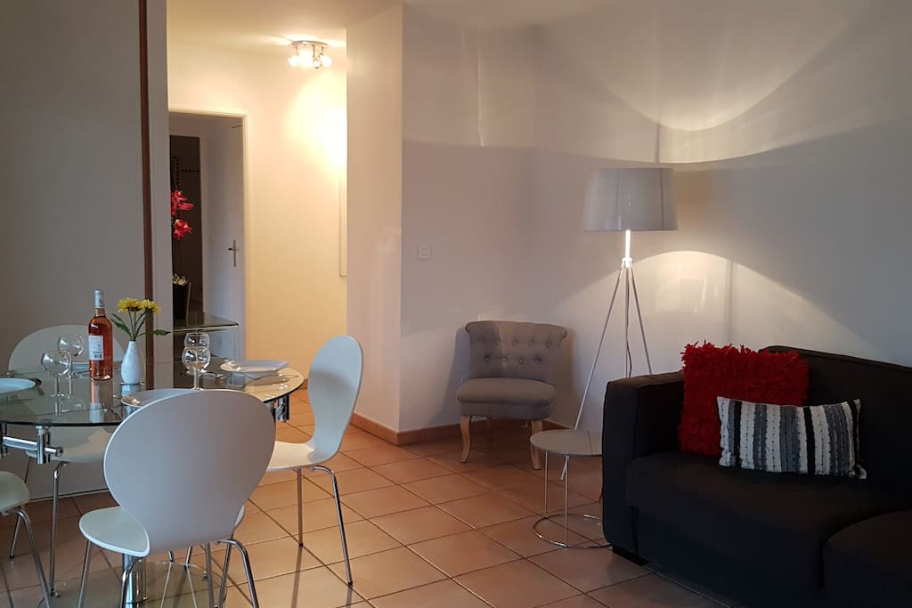 Appartement cannes palm beach 1 chambre appartements for Location garage cannes palm beach