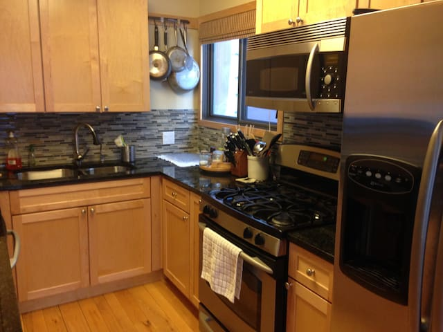 1 Private BR and BA in 3br 2ba west vail condo