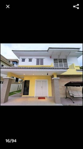 Templer Park stylish bungalow home stay