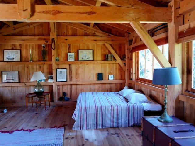 La pièce principale avec les deux lits simples rapprochés en un lit double, possibilité de les séparer en fonction de votre demande