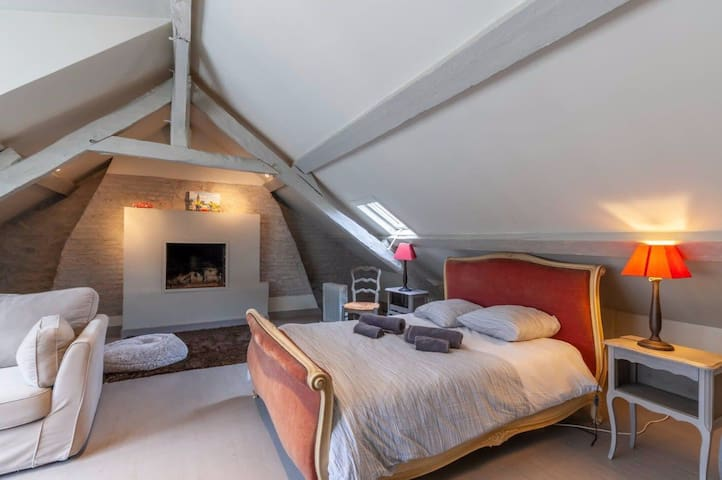 Etage 2 // Chambre 1 avec lit double // Bed room 1 with double bed