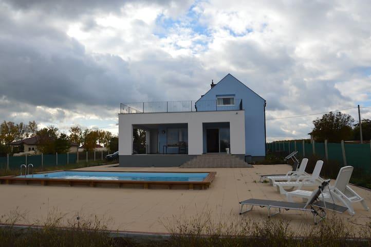 Luxe villa met zwembad en uitzicht