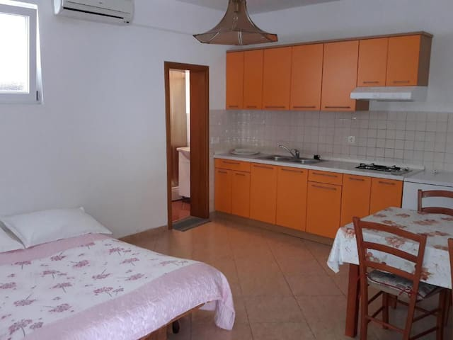Peaceful 1Br Apartment few steps from the Sea