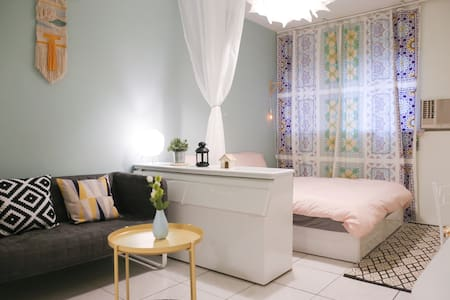 B (捷運2分鐘)美麗島捷運站 六合夜市 電梯套房 .......Airbnb五星超讚房東認證 - Xinxing District - Appartement