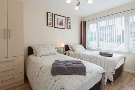 Lovely Private Apartment in Leeds - Apartment