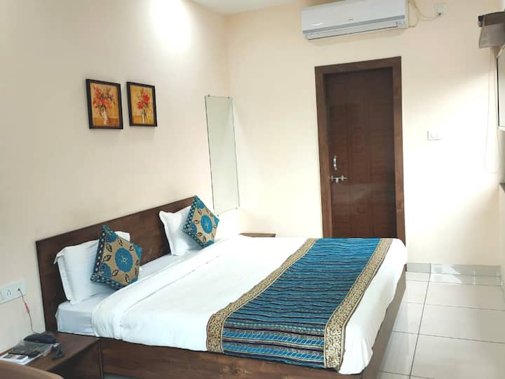 Amrit Hotel - Ex. AC rooms opp. Bansal Hospital