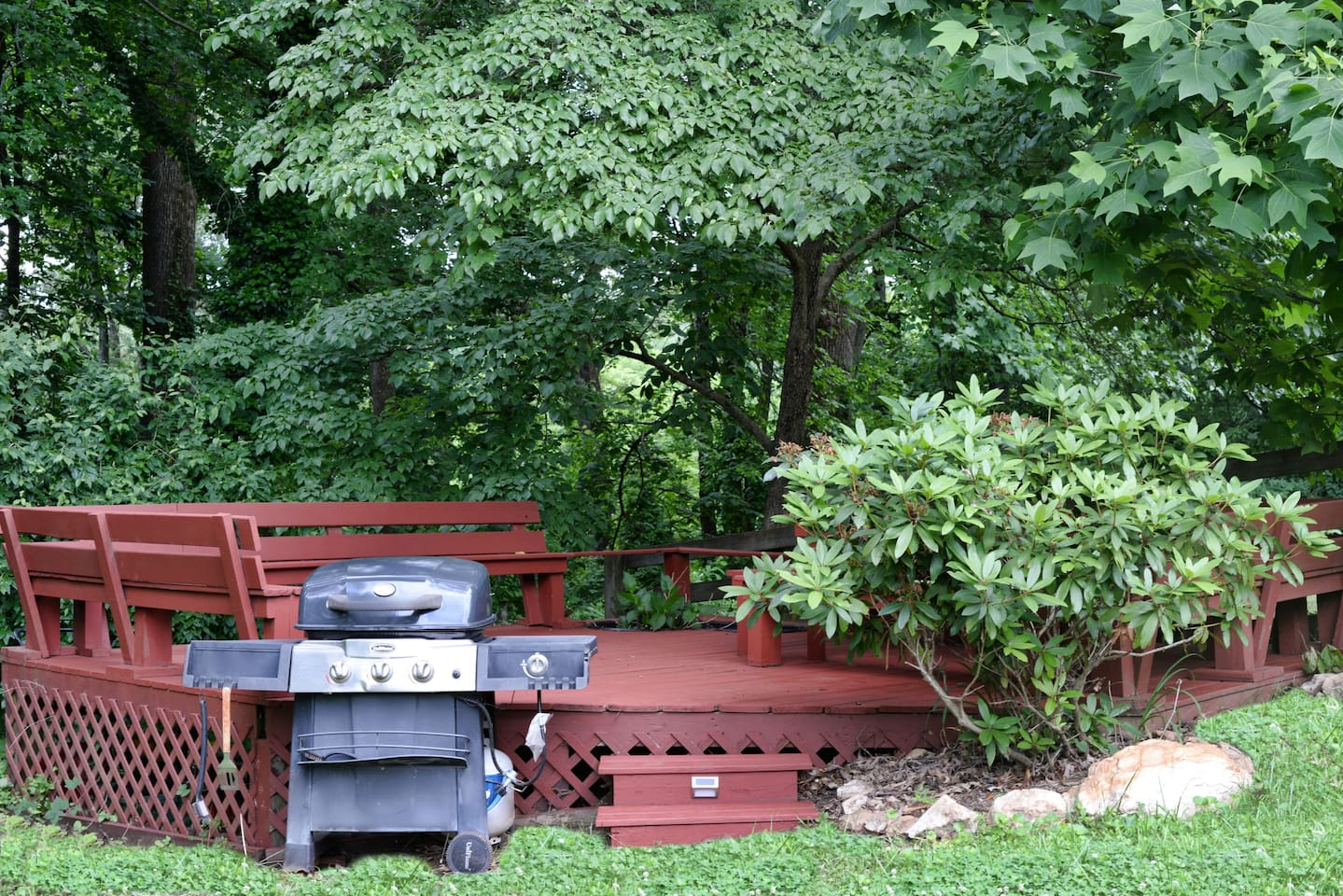 Lower Deck with Grill