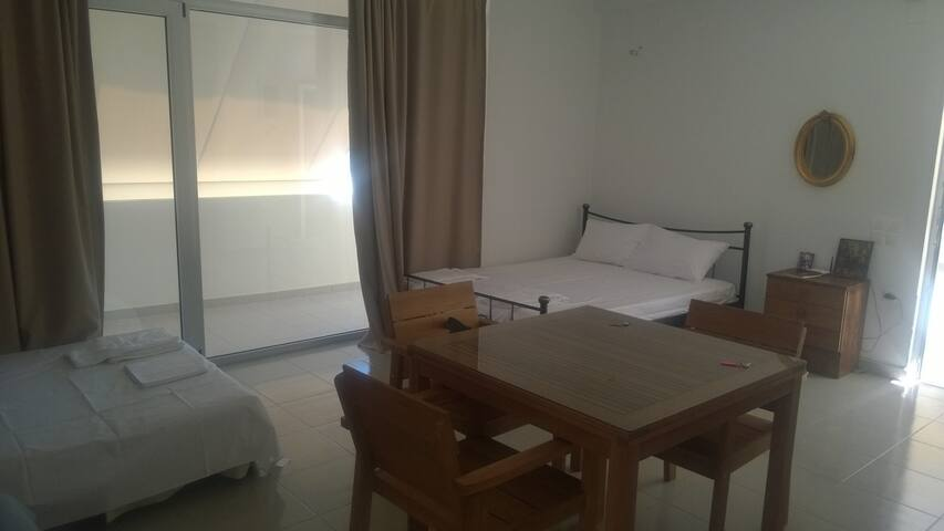 Apartment over the central Makry Gialos beach - Makrygialos - Appartement