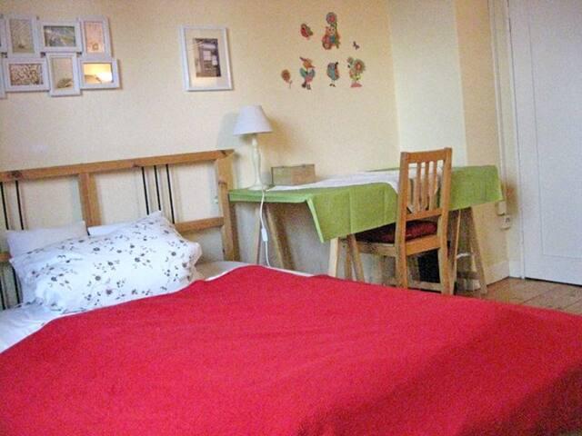 Möbliertes Zimmer für Kurzaufenthalte (2- 14 Tage)
